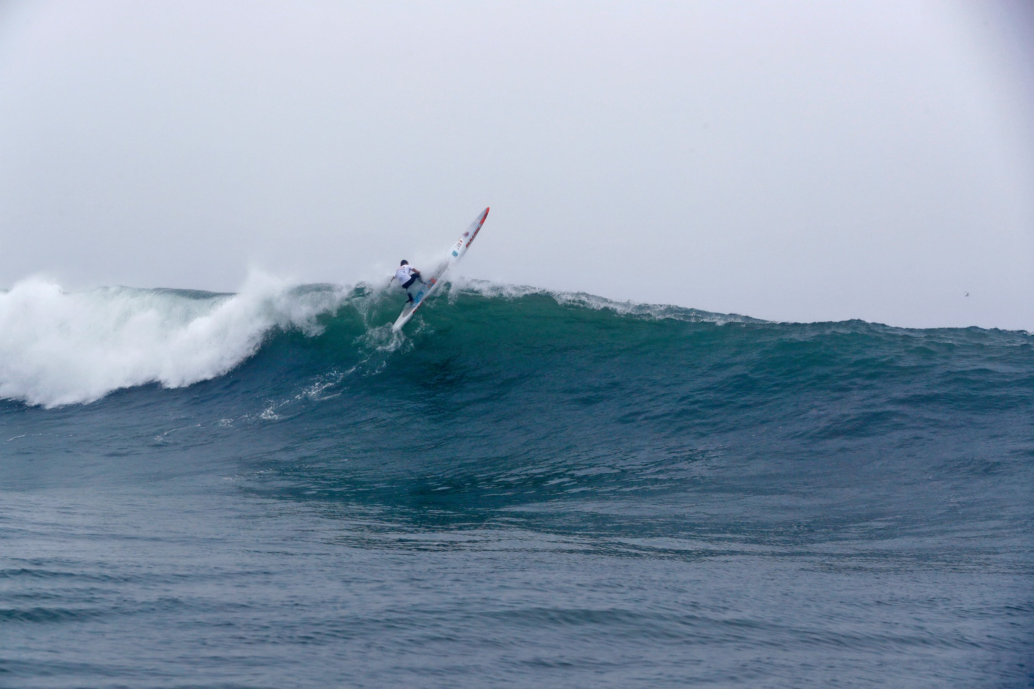 Amazing SUP skills in heavy conditions