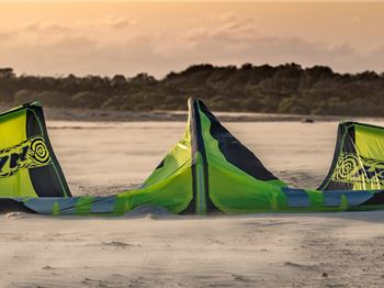 Landing your kite in strong winds - 5 Tips for all kiters - Kitesurfing News