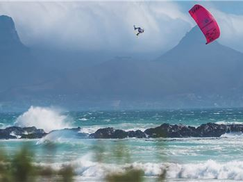 Watch the biggest wipeouts of the Red Bull King of the Air. - Kitesurfing News