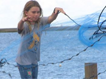 Teach your kids how to throw a cast net: In 4 minutes! - Fishing News