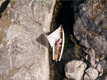 How does this guy fit his boat through there!? - Sailing News