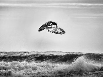 Practice Makes Perfect - but these crashes still hurt! - Windsurfing News