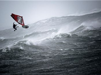 A Competition That Can Only Be Held In 55knots PLUS! - Windsurfing News