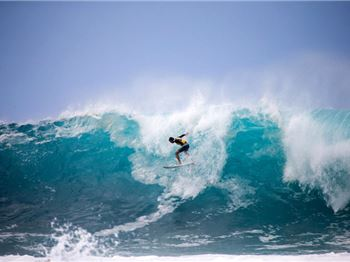 When Pipeline looks just like a beachie. It's messy! - Surfing News