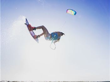 Big Moves in Bikinis - The Kite Sista Chicks in Brazil. - Kitesurfing News