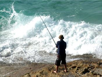 One dead. Two rescued. Sydney Rock Fishing Tragedy. - Fishing News