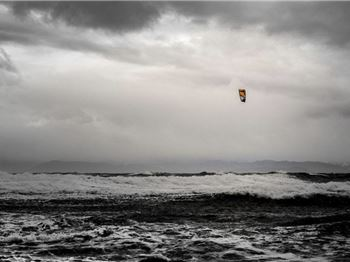 Tips for Kiteboarding in Winter - That Might Save Your Life! - Kitesurfing News