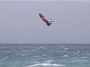Going HUGE in 65 Knots - Victor Fernandez in Spain - Windsurfing News