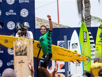 Kai Lenny Misses Molokai, WINS Big Wave Challenge! - Surfing News