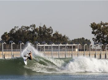Wave Pool Foiling - How Kelly Slater's wave pool works.