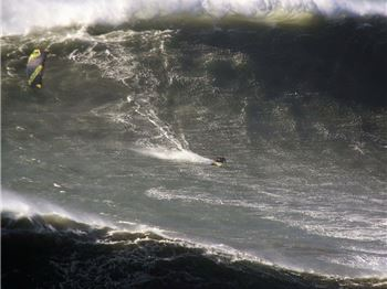 20m high waves - Kitesurfed by Jesse Richman!