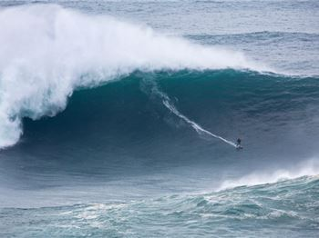 'Big Wednesday' at Nazare - Monster Waves and Crazy Antics! - Surfing News