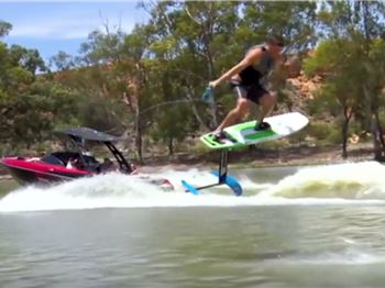 Is wakestyle coming to foiling? This guy's doing it!