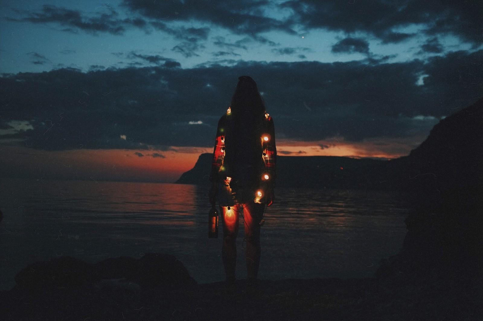 julia-karpacheva-paddleboarding-russia-black-sea-lights