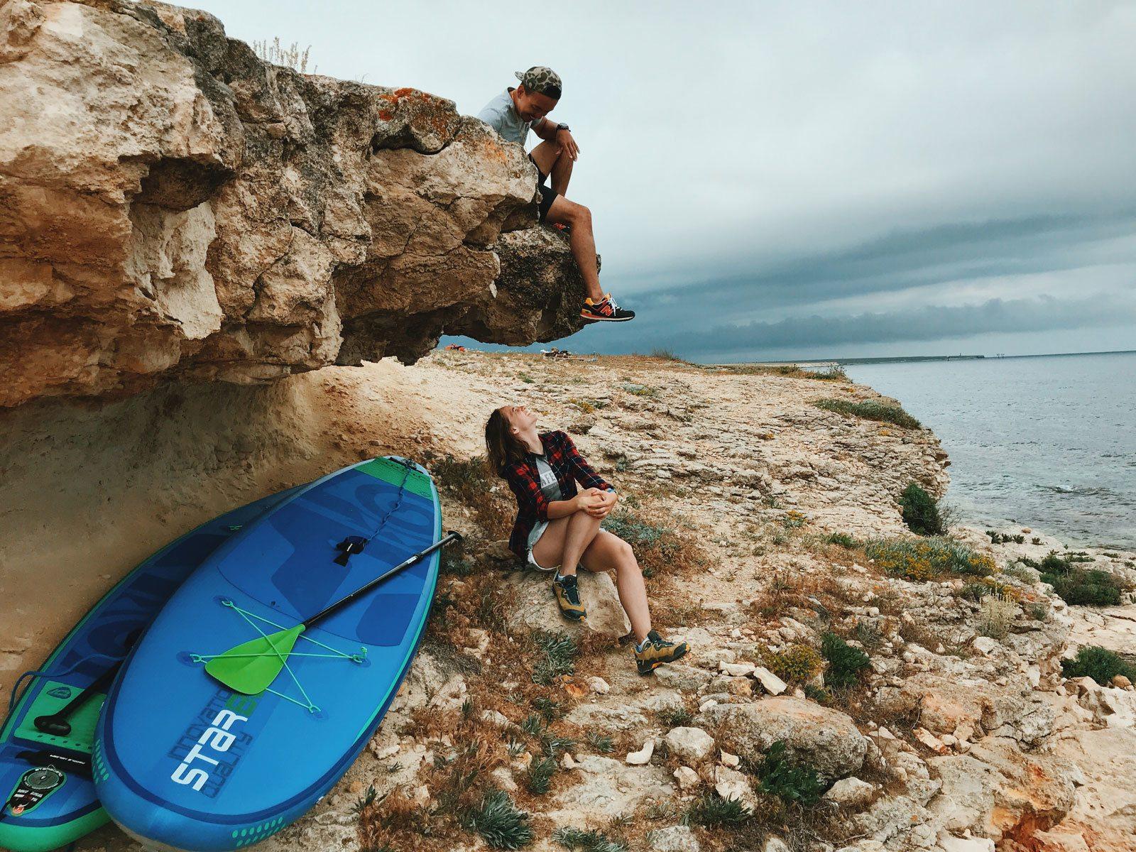 julia-karpacheva-paddleboarding-russia-black-sea-rock-overhang