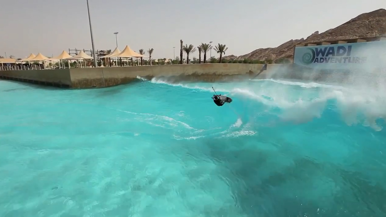 Indoor kitesurfing one step closer to reality seabreeze for Piscina wave