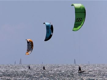 Magnetic Island Race Week: Kiteboarders to provide backdrop - Sailing News