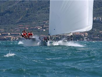 Squall wipes out entire fleet in Centomiglia race. - Sailing News
