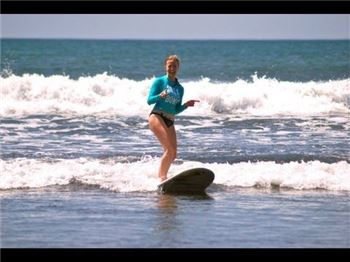 Beginner surfing tips from Holly: Use your boobs. - Surfing News