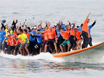 66 Surfers claim World Record - on a single 'Shortboard'! - Surfing News