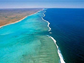 Straight up the inside - Sailing Ningaloo Reef - Sailing News